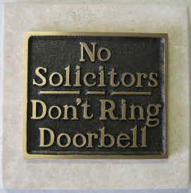 Message sur la porte: interdit aux demarcheurs, ne pas sonner