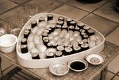 Un plateau de sushi